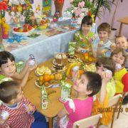 Детишки за столом